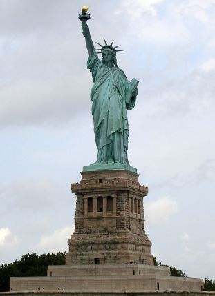 800px-statue_of_liberty_7